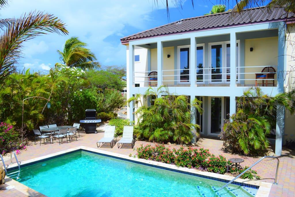 Beautiful Villa Rooi Santo