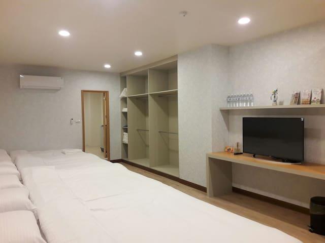 依蕾公園106-乾淨舒適大空間8人套房