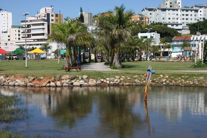 APTO NA VIA GASTRONÔMICA DE FPOLIS, JUNTO AO MAR. - Florianópolis - Pis