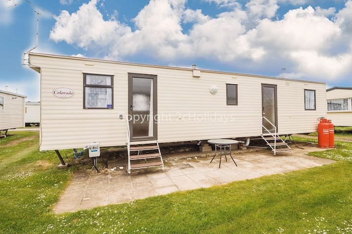 8 berth caravan in Heacham for hire a great holiday place in Norfolk ref 21031H