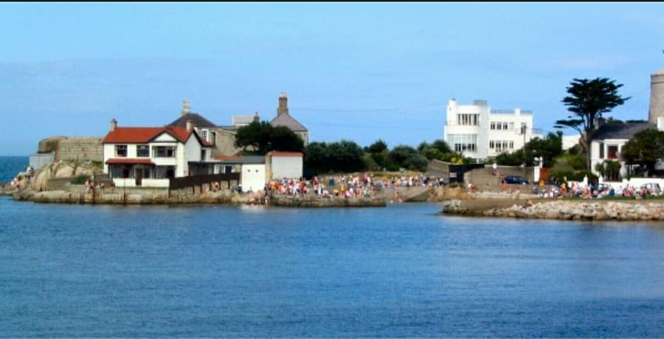 2 SANDYCOVE  South Dublin Coastal getaway