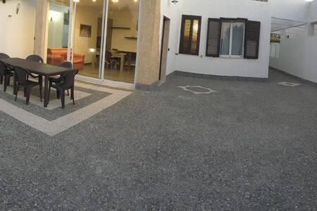 Villa con giardino a Brucoli Siracusa e Catania - Gisira