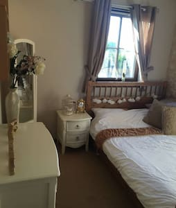 Lovely Double Room in Beautiful Central Apartement - Aberdeen