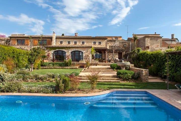 Gran Casa reformada con jardín y piscina privados - Pals - Hus