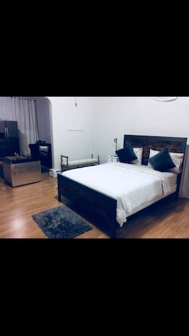 Clean and Large  loft apt near UC and OTR