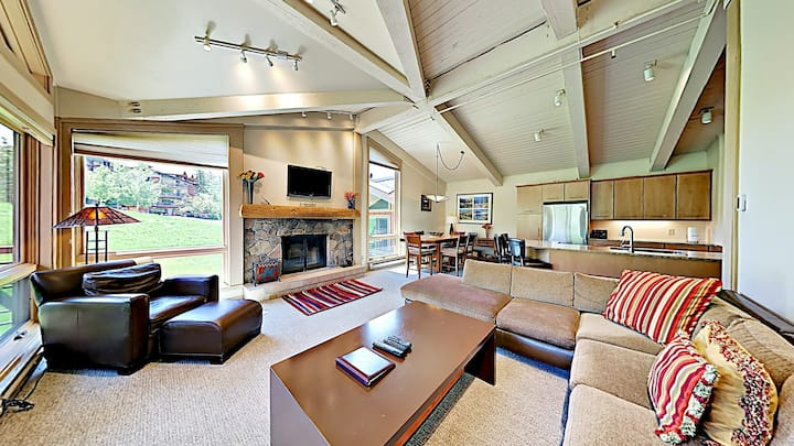 Beautiful mountain home w/shared hot tub and pool + ski-in/ski-out access!