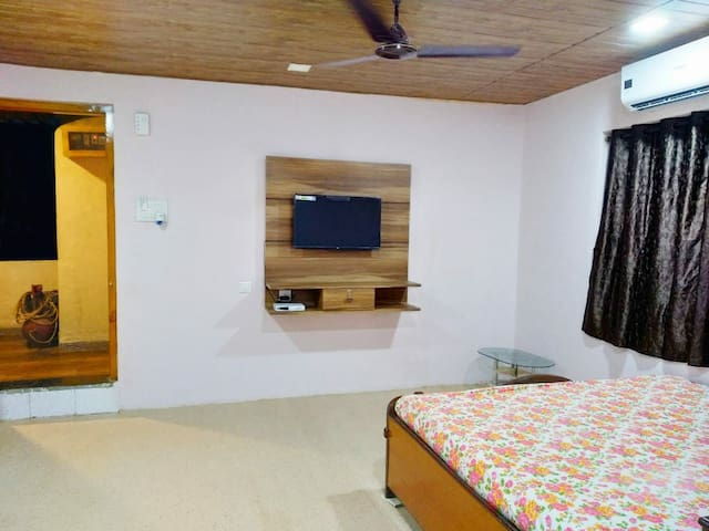 Mhatre's Guest House... Family AC Rooms
