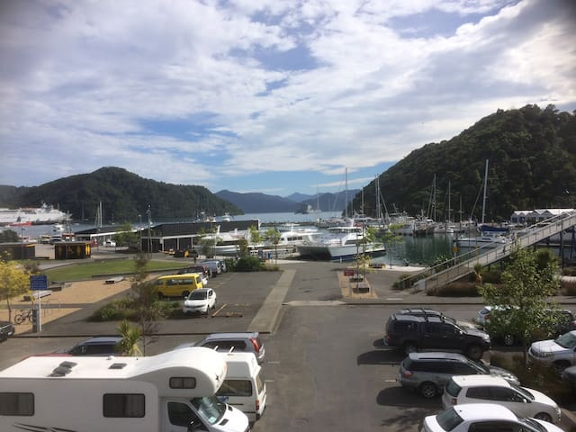 The Moorings Picton - Luxury Waterfront Apartment
