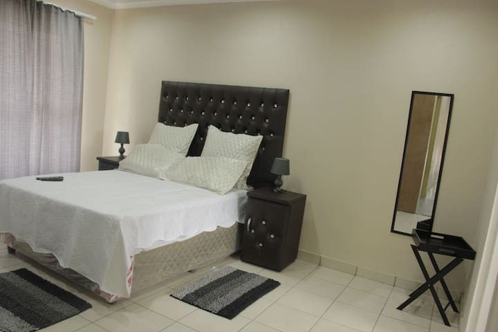 Beautiful fully furnished Gueshouse near HyperMall