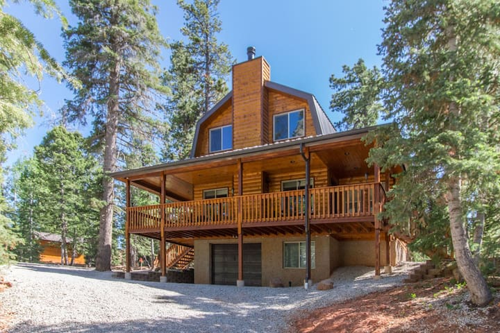 Duck Creek Ranch Retreat - new cabin just finished with high end amenities