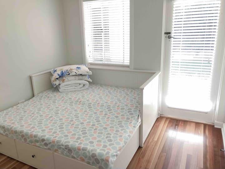 Private Room Near Sydney Harbor and Beach