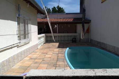 Casa com piscina Vila Tesouro SJC