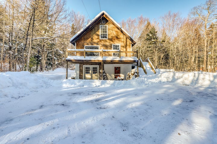 Family and dog-friendly cabin w/private hot tub, firepit, lawn, and deck!