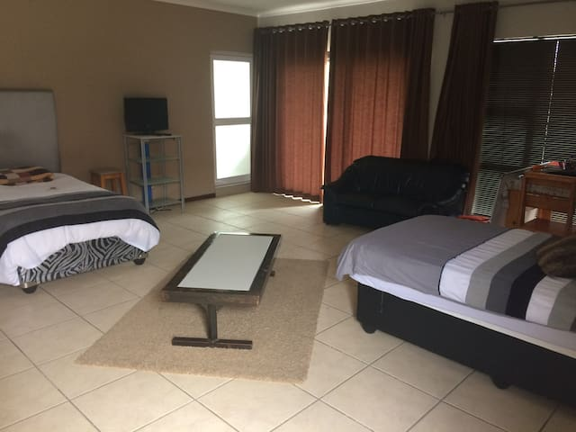 Downstair luxury apartment - Oudtshoorn