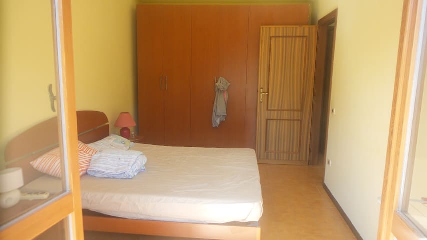 Large room with balcony - L'Aquila - Pis
