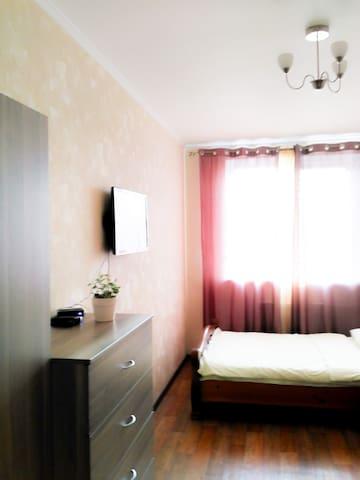 Светлая уютная студия в Зеленограде, книги и wi-fi - Zelenogradskiy administrativnyy okrug - Appartamento