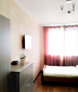 Светлая уютная студия в Зеленограде, книги и wi-fi - Zelenogradskiy administrativnyy okrug - Lägenhet