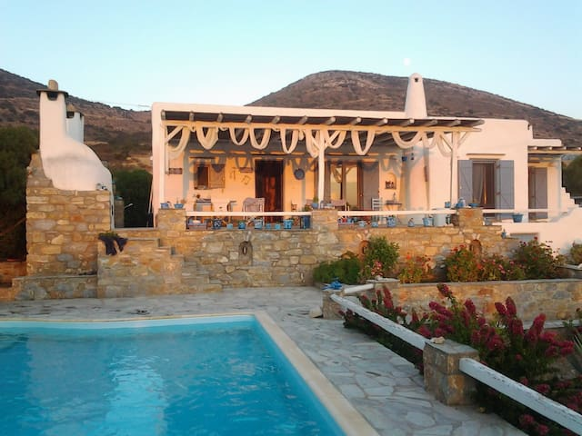 Villa with private pool.Sea and sunset view