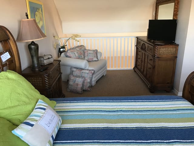 Sleeps 5, we are looking for 14+ day renters