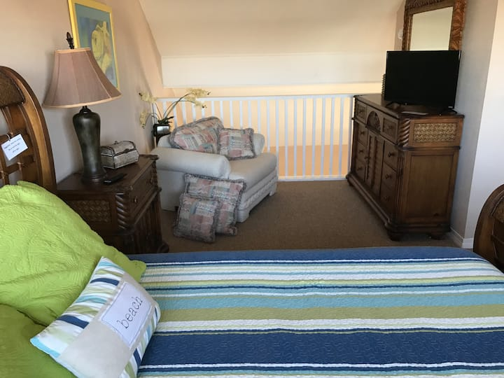Sleeps 5, we are open to 1 month or longer renters