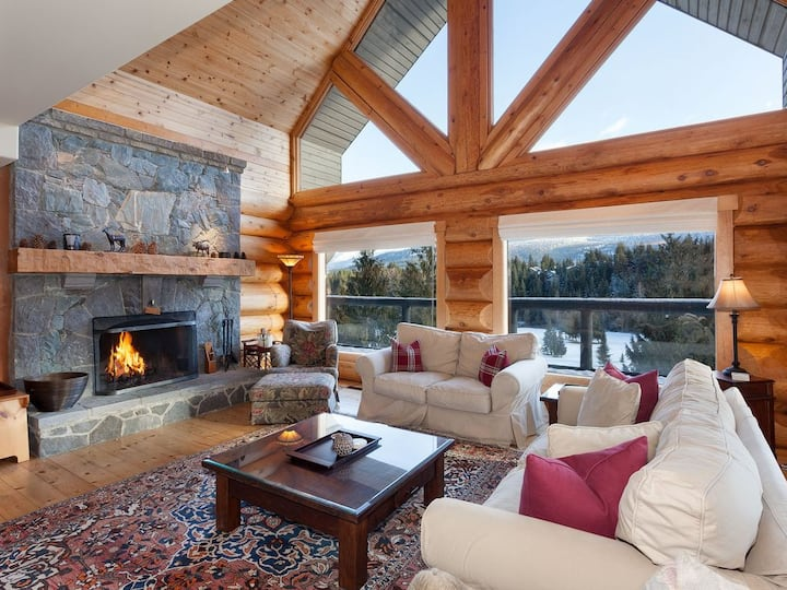 Beautiful 5 Bedroom Log Home with Spectacular Views