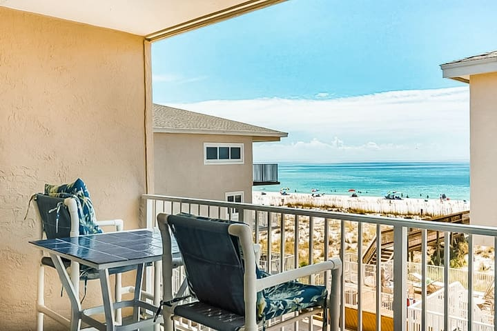 NEW LISTING! Waterfront condo w/ a private balcony, shared pool, & beach access
