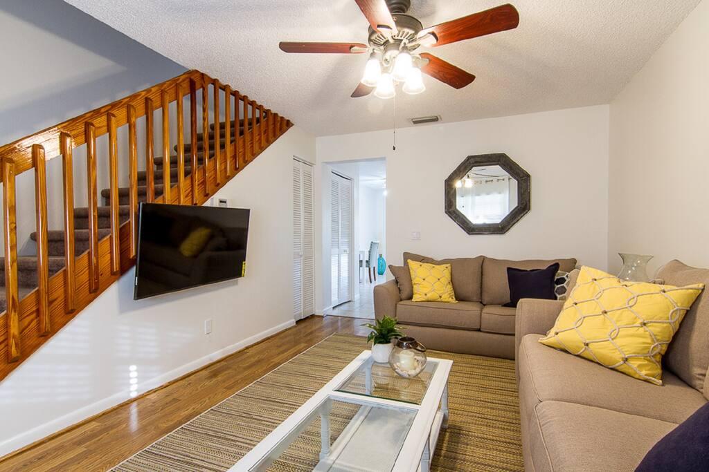 Living room - furnishings and flat screen TV