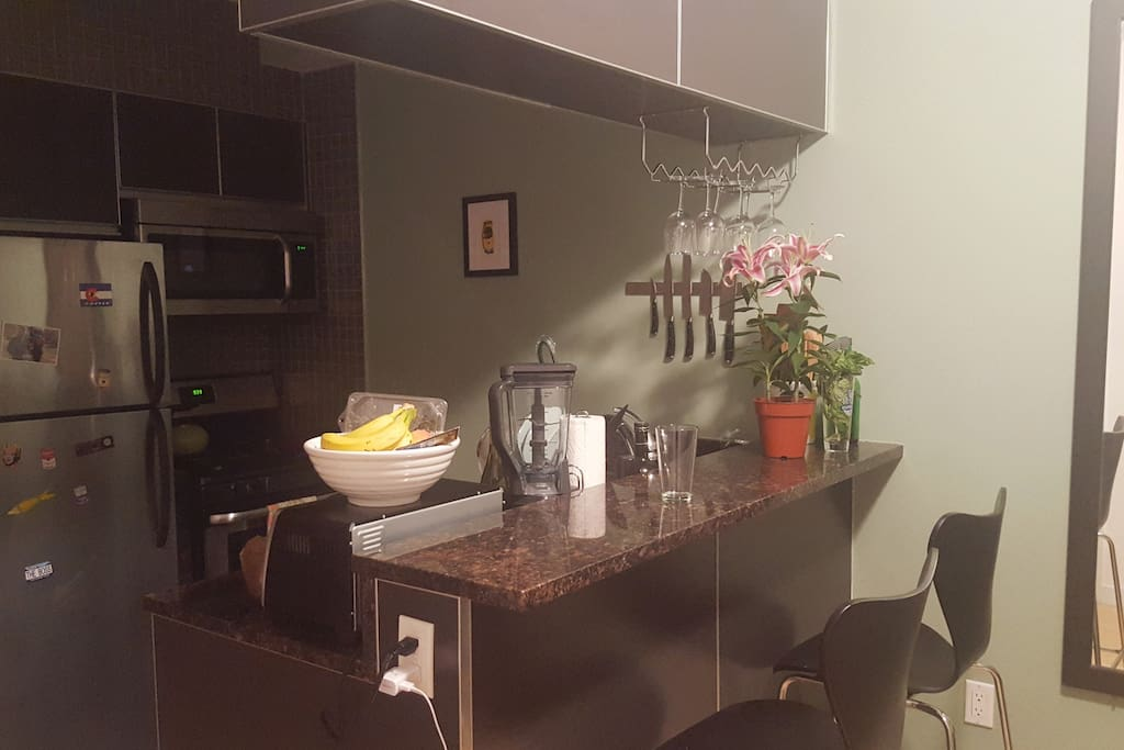 Clean, New Full Kitchen w/dishwasher and eat in breakfast bar!