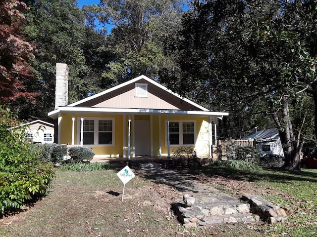 1 mile from Quaint Downtown-NewlyUpdated(King Bed)