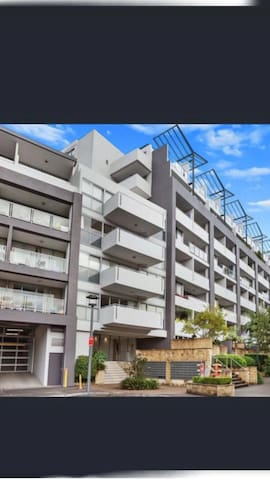 SydLovely Apartment/Two Bedrooms/ CBD/RPA/WiFi