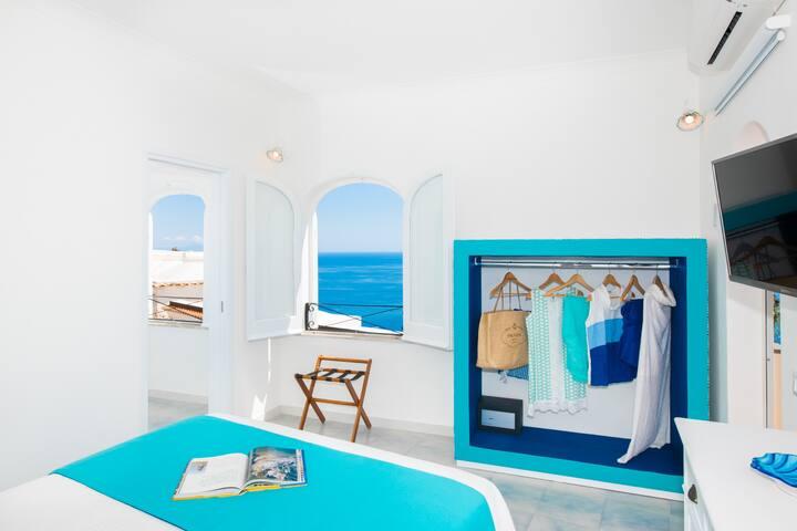 MAIN BEDROOM ON THE LEFT SINGLE ROOM