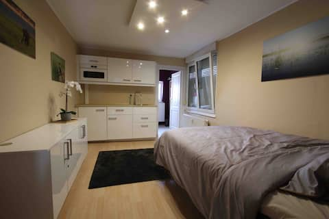 Equipped studio (kitchenette & shower) near Liège