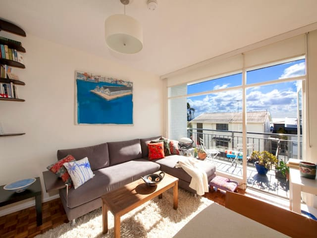 Bright Bronte apartment - 5 mins to two beaches! - Bronte - Apartment