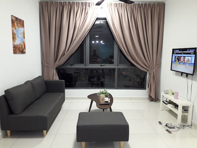 5-8 pax 3BR, Cozy Home@Sfera Alpha with Wifi, pool