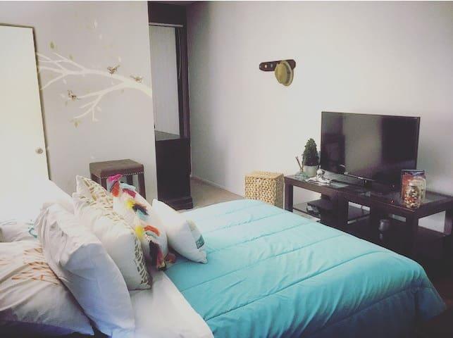 Cozy Master Bedroom Private Bthroom - Los Angeles