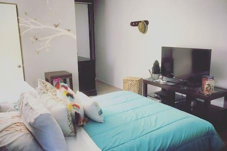 Cozy Master Bedroom Private Bthroom - Los Angeles - Appartement