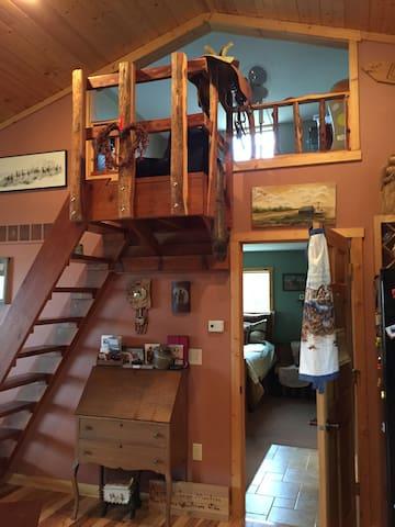 Custer Canyon Ranch Loft