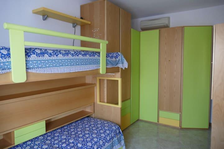 Camera con letto a castello / Bedroom with bunk bed