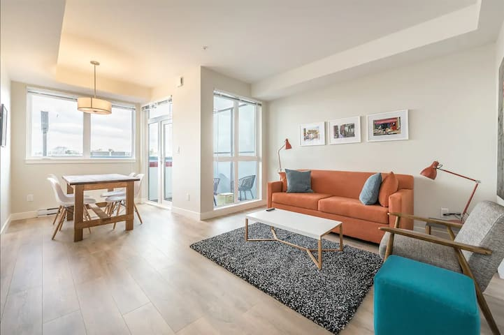 Bright urban condo in Victoria's trendy Old Town