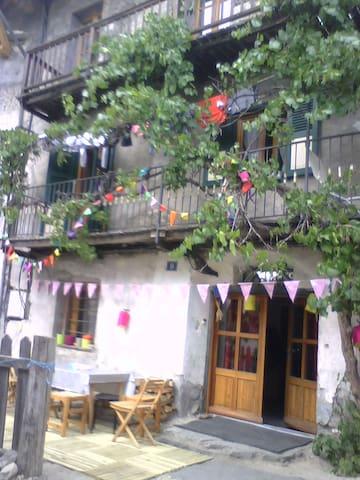 Charmante et paisible Maison de pays - Briançon - Dům