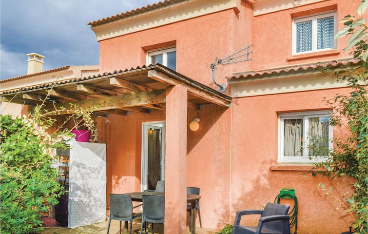 Semi-Detached with 2 bedrooms on 70m² in Prunete