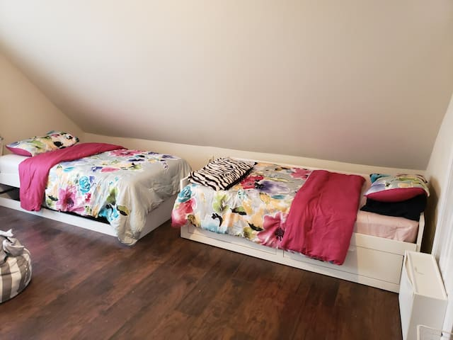 1Bed in a shared room for women  close NWR