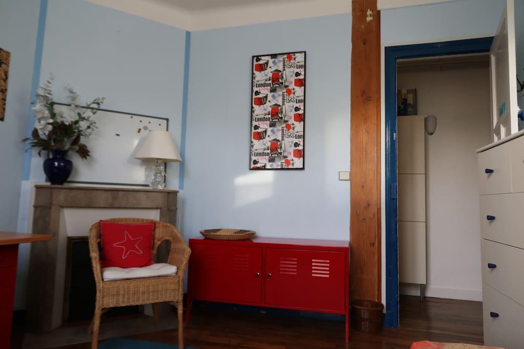 entrée chambre et palier sur salle de bains/entrance of the bedroom
