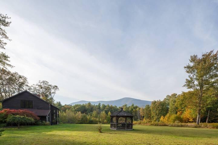 Mountain View Studio - Private Tiny Home