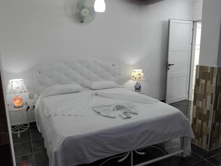 Habitación 4 en Casa Confort, Santiago de Cuba.
