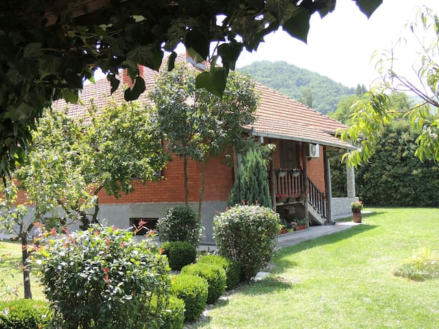 Private home with a lovely yard - Vranjska Banja - Huis
