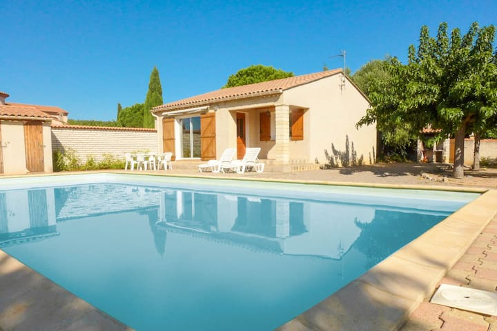 Lovely house 3* with large pool in quiet village