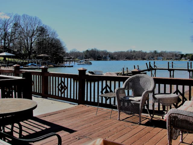 Serene Waterfront w/ private dock! - Cornelius - Casa