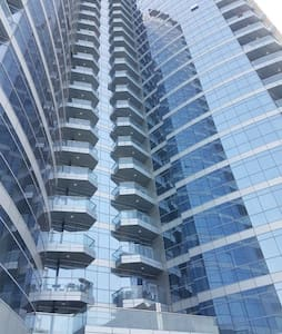 Luxurious, sea view 1BR apart. in central location - Abu Dhabi