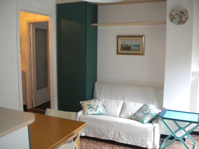 Appartamento 50 mq. full arredo a 8 Km dal centro - Genua - Appartement